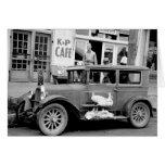 Coche antiguo, los años 30 tarjeta de felicitación