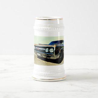 Coche antiguo jarra de cerveza