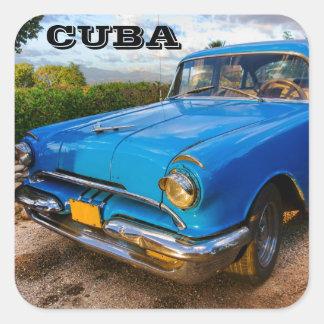 Coche clásico americano viejo en Trinidad, Cuba Pegatina Cuadrada