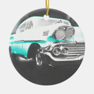 coche clásico azul brillante del impala chevy 1958 adorno redondo de cerámica