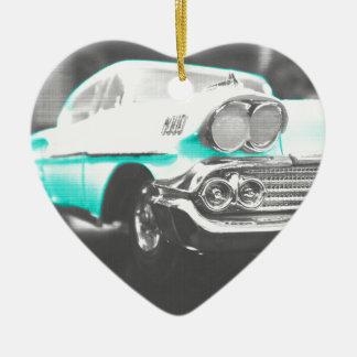 coche clásico azul brillante del impala chevy 1958 adorno de cerámica en forma de corazón