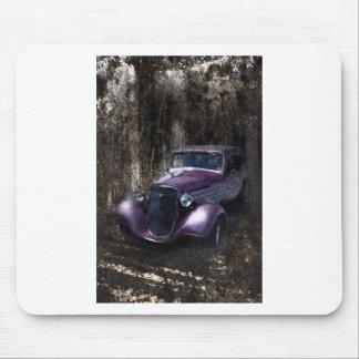 Coche clásico de la lavanda del vintage con capas  mousepads