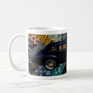 Coche clásico en el edredón, marina de guerra taza de café