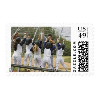 Coche con el equipo de béisbol sello postal