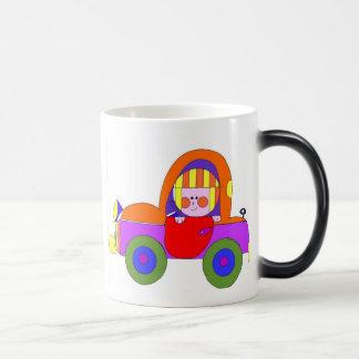 coche con la niña taza mágica