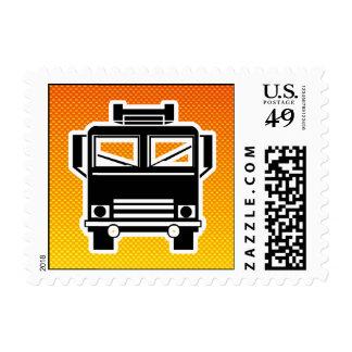 Coche de bomberos amarillo-naranja sello