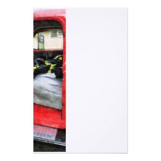 Coche de bomberos con el uniforme del bombero  papeleria