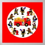 Coche de bomberos con los bomberos ocupados posters