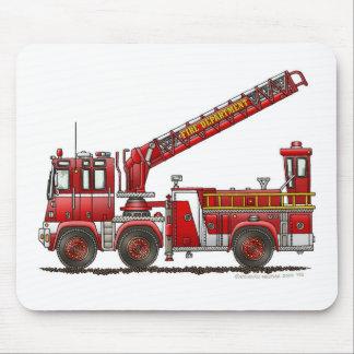 Coche de bomberos de gancho y de escalera alfombrillas de raton