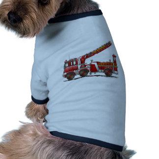 Coche de bomberos de gancho y de escalera camisetas de mascota