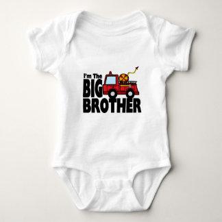 Coche de bomberos de hermano mayor t shirts