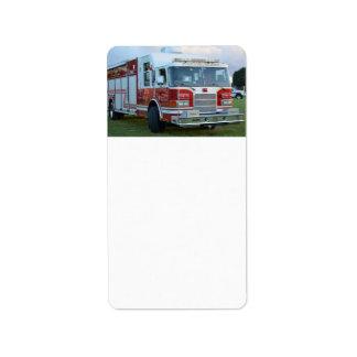 coche de bomberos de la parte frontal del etiquetas de dirección