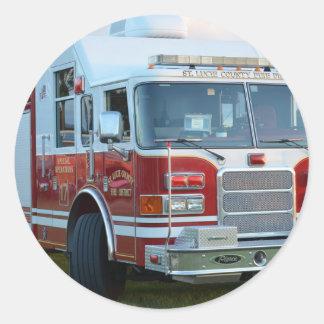 coche de bomberos de la parte frontal del pegatina redonda