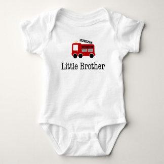 Coche de bomberos de pequeño Brother Tshirts