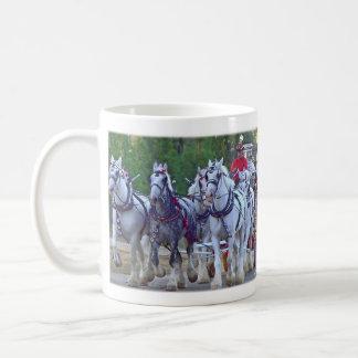 Coche de bomberos del caballo de proyecto del taza clásica