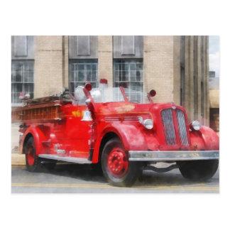 Coche de bomberos del vintage postal