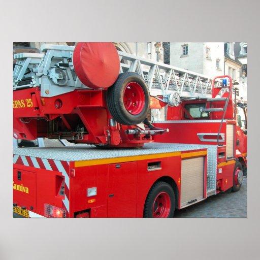 Coche de bomberos en el centro de ciudad 2 impresiones