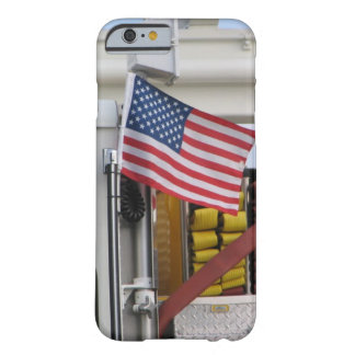 Coche de bomberos patriótico funda barely there iPhone 6