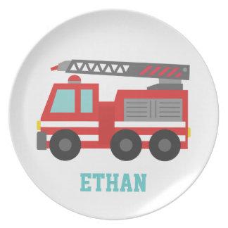 Coche de bomberos rojo lindo para los niños plato de cena