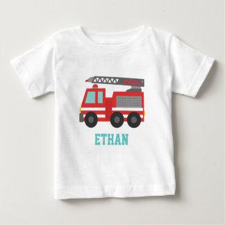 Coche de bomberos rojo lindo para los pequeños playera de bebé