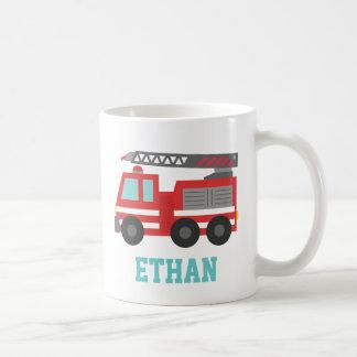 Coche de bomberos rojo lindo para los pequeños taza clásica