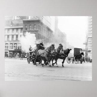 Coche de bomberos traído por caballo, 1900s tempra poster