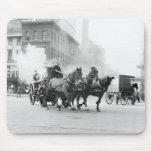 Coche de bomberos traído por caballo, 1900s tempra alfombrillas de raton
