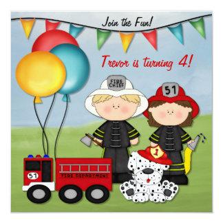 Coche de bomberos y pequeño cumpleaños del bombero invitación