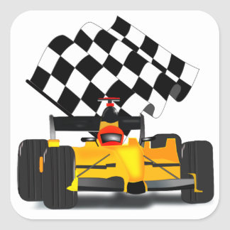 Coche de carreras amarillo con la bandera a pegatina cuadrada