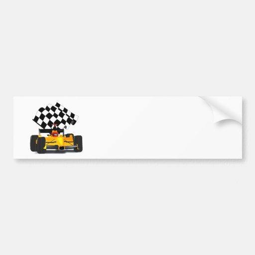 Coche de carreras amarillo con la bandera a pegatina para auto