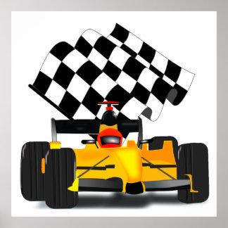 Coche de carreras amarillo con la bandera a póster
