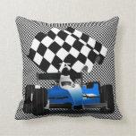 Coche de carreras azul con la bandera a cuadros almohadas