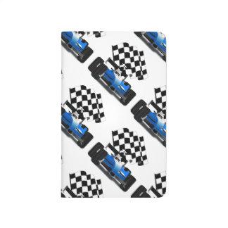 Coche de carreras azul con la bandera a cuadros cuadernos grapados
