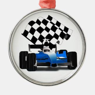 Coche de carreras azul con la bandera a cuadros adorno redondo plateado