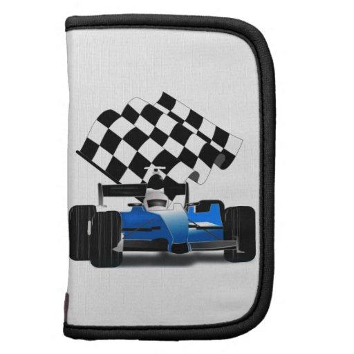 Coche de carreras azul con la bandera a cuadros planificador