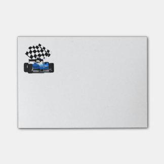 Coche de carreras azul con la bandera a cuadros post-it notas