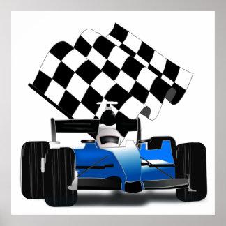 Coche de carreras azul con la bandera a cuadros poster
