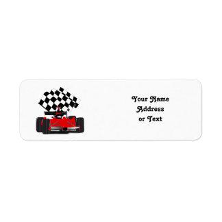 Coche de carreras rojo con la bandera a cuadros etiquetas de remite