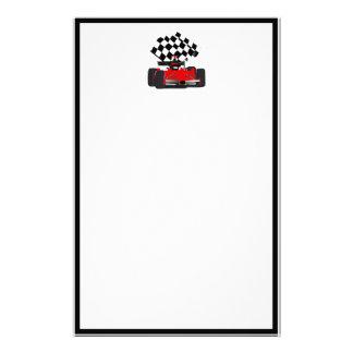 Coche de carreras rojo con la bandera a cuadros papelería de diseño
