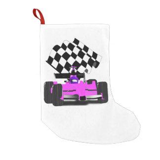Coche de carreras rosado femenino con la bandera a bota navideña pequeña