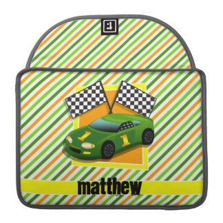 Coche de carreras verde, amarillo, y anaranjado, funda para macbooks