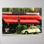 Coche de Citroën del vintage fuera de una París Ca Póster