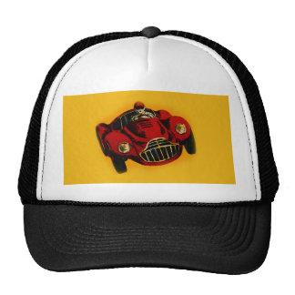 Coche de competición auto viejo amarillo rojo gorras de camionero
