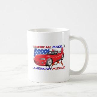 Coche de deportes hecho americano taza