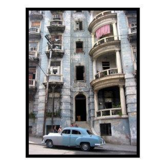 coche de la fachada de La Habana Postal