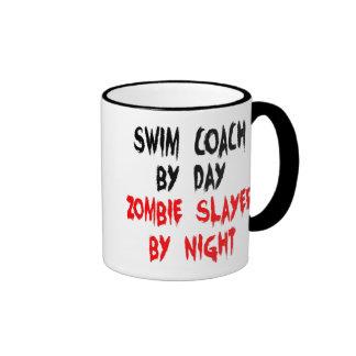 Coche de la nadada del asesino del zombi taza de dos colores