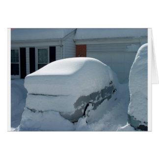 """""""Coche de la nieve"""" encima del coche. Ventisca Tarjeta De Felicitación"""