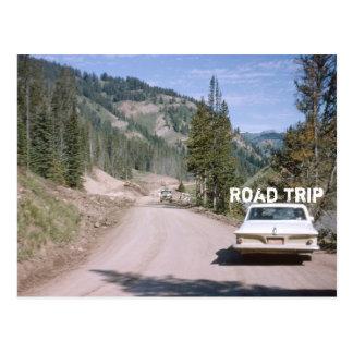 Coche de la obra clásica del viaje por carretera d tarjetas postales