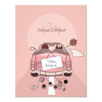 Coche de partida rosado lindo de la novia y del