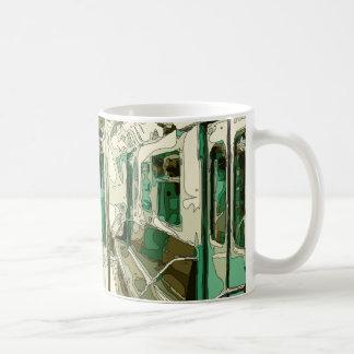 Coche de subterráneo dentro del metal taza de café